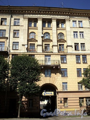 Тверская ул., д. 18. Фрагмент фасада. Фото август 2010 г.