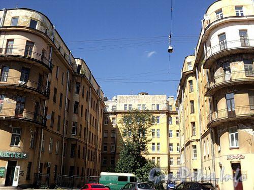Тверская ул., д. 20. Курдонер. Фото август 2010 г.