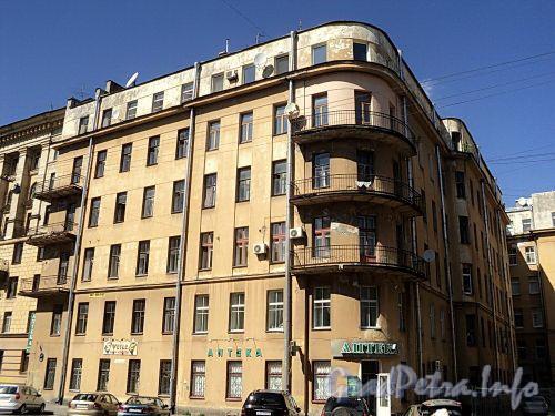 Тверская ул., д. 20. Общий вид левого корпуса. Фото август 2010 г.