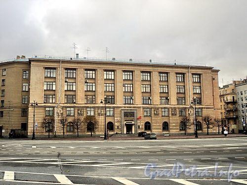 Тверская ул., д. 31. Главный фасад по площади Пролетарской Диктатуры. Фото октябрь 2010 г.