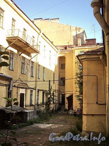 Можайская ул., д. 1 / Загородный пр., д. 58. Во дворе дома. Фото август 2010 г.