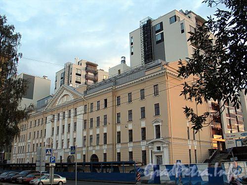 Барочная ул., д. 12, лит. Б. Реконструированное здание бывшего общежития при трампарке им. Скороходова. Фото сентябрь 2010 г.