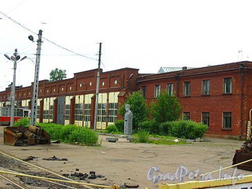 На территории трамвайного парка № 6 был установлен памятник А.К. Скороходову. Фото июнь 2003 г.
