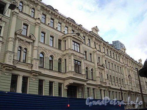 Ул. Восстания, д. 4. Фасад здания после перестройки. Фото сентябрь 2010 г.
