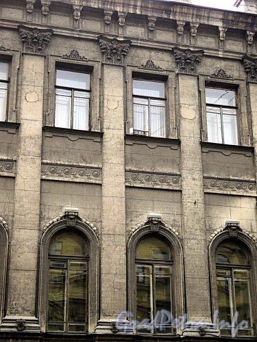 Гагаринская ул., д. 5. Фрагмент фасада. Фото сентябрь 2010 г.