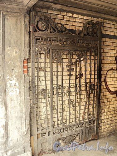Гагаринская ул., д. 5. Створка ворот. Фото сентябрь 2010 г.