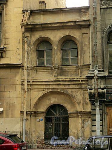 Встройка между домами 5 и 7 по Гагаринской улице. Фото сентябрь 2010 г.