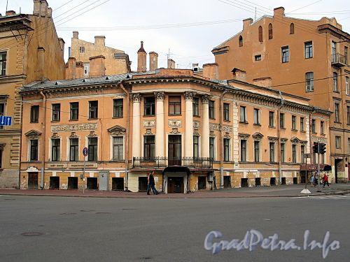 Гагаринская ул., д. 8 / ул. Чайковского, д. 4 (угловая часть). Общий вид. Фото сентябрь 2010 г.