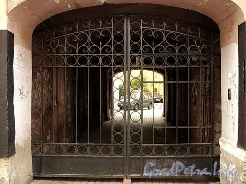 Гагаринская ул., д. 11. Решетка ворот. Фото сентябрь 2010 г.