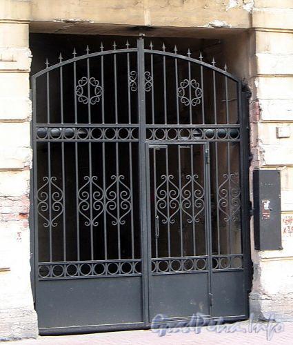 Гагаринская ул., д. 14. Решетка ворот. Фото сентябрь 2010 г.