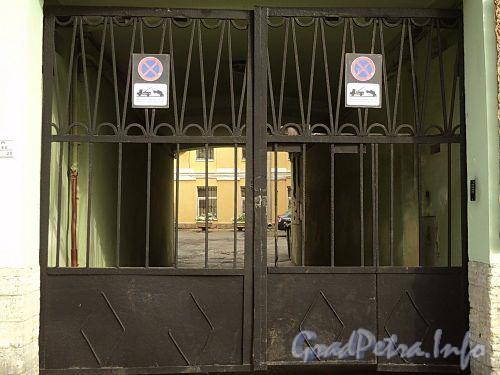 Гагаринская ул., д. 16. Решетка ворот. Фото сентябрь 2010 г.