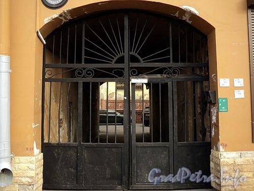 Гагаринская ул., д. 22. Решетка ворот. Фото сентябрь 2010 г.