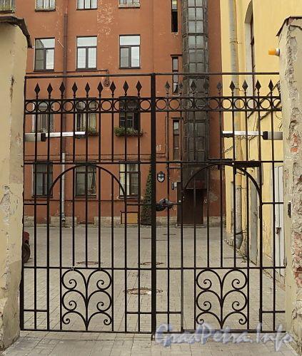 Гагаринская ул., д. 21. Ворота. Фото сентябрь 2010 г.