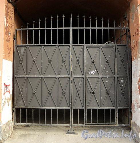 Гагаринская ул., д. 26. Решетка ворот. Фото сентябрь 2010 г.
