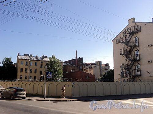 Территория участка дома 27 по Смоленской улице. Вид с Заозерной улицы. Фото июль 2010 г.