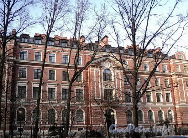 Очаковская ул. д. 6. Фрагмент фасада. Фото апрель 2011 г.