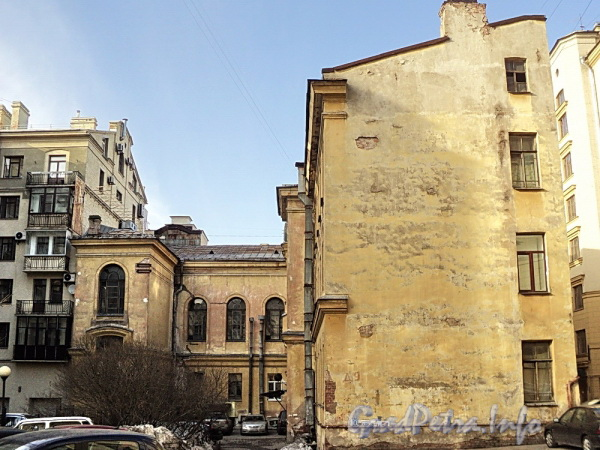 Очаковская ул. д. 9. Вид со двора. Фото апрель 2011 г.