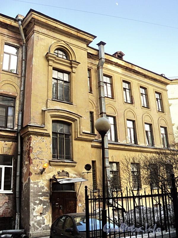 Очаковская ул. д. 9. Фрагмент фасада дворового флигеля. Фото апрель 2011 г.