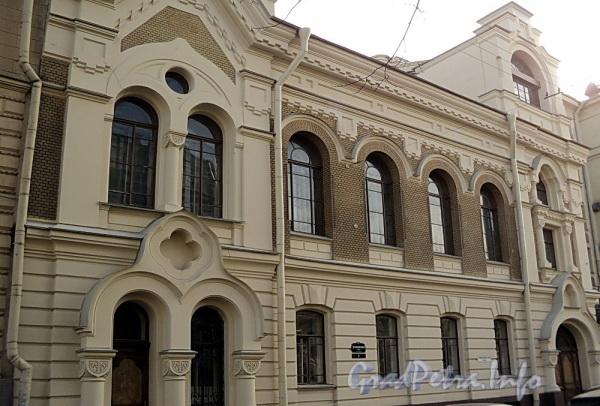 Очаковская ул. д. 9. Фасад лицевого корпуса. Фото апрель 2011 г.
