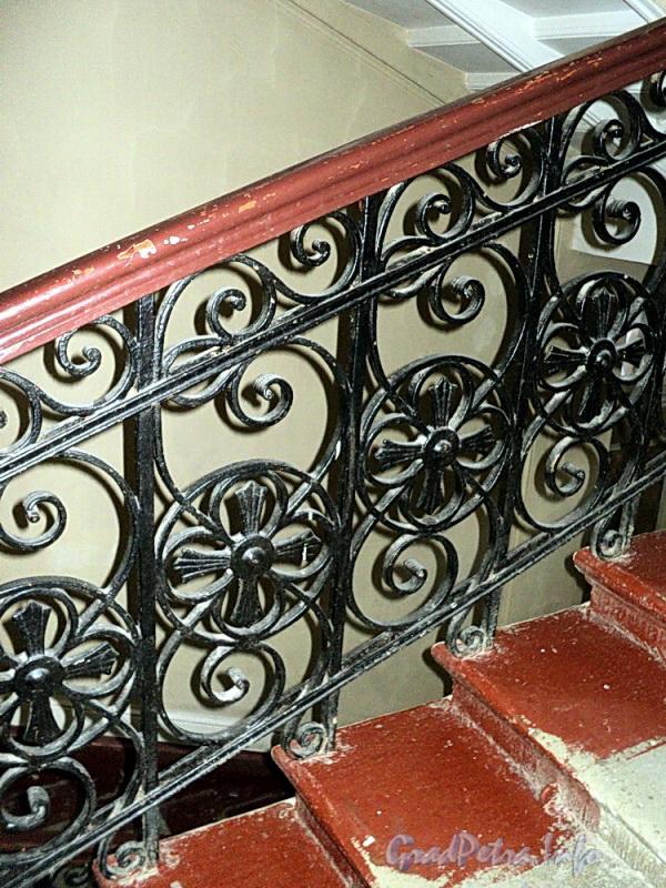 Очаковская ул. д. 9. Фрагмент ограждения лестницы. Фото апрель 2011 г.