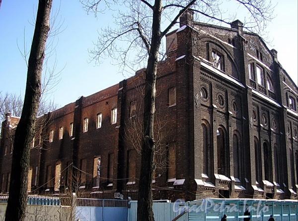 Ул. Писарева, д. 20. Остов здания после пожара 2003 года. Фото март 2005 г.