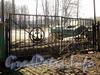 Ул. Академика Павлова, д. 11. База водно-моторного спорта. Ворота. Фото апрель 2011 г.