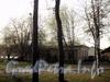 Ул. Академика Павлова, д. 11. Здание базы водно-моторного спорта. Вид из Лопухинского сада. Фото апрель 2011 г.