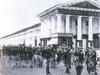 Перинные ряды на Думской улице. Фото начала XX в. (из книги «Невский проспект. Дом за домом»)