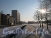 Перспектива улицы Лётчика Пилютова от 23 дома в сторону Сосновой Поляны. Слева дом 34 корп. 1 (3-этажный) и дом 36 (12-этажный). Фото январь 2012 г.