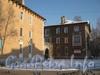 2-я Комсомольская ул., дом 20, корп. 2 (справа) и фрагмент корп. 1 (слева). Фото январь 2012 г.