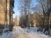 2-я Комсомольская ул., дом 24. Проезд между домом 24, корп. 2 (слева) и домом 24, корп. 3 (справа). Вдали дом 22, корп. 2. Фото январь 2012 г.