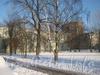 Вид дома 6, корп. 1 по 2-ой Комсомольской ул. со стороны двора (слева), дома 3, корп. 1 по ул. Пограничника Гарькавого (справа) и дома 1 по ул. Пограничника Гарькавого (посредине). Фото январь 2011 г.