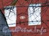 Ремесленная ул., д. 5, лит. А. Натурная датировка на фасаде производственного корпуса. Вид с Петровского проспекта. Фото октябрь 2011 г.