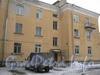 Ул. Белоусова, дом 27. Общий вид дома со стороны парадной. Фото февраль 2012 г.