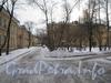 Двор дома 21 (в центре) по ул. Белоусова и находящиеся рядом дома по Севастопольской ул. (слева) - 33 (на переднем плане) и 37. Фото февраль 2012 г.