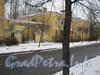 Ул. Белоусова, дом 13. Общий вид дома и прилегающих к нему ворот с противоположной стороны ул. Белоусова. Фото февраль 2012 г.