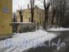 Севастопольская ул., дом 39 / ул. Белоусова, дом 13.  Часть ограды и вид на дом 35. Фото февраль 2012 г.