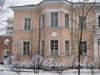 Севастопольская ул., дом 38. Фрагмент фасада и табличка с номером дома. Фото февраль 2012 г.