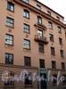 Ул. Грота, д. 5 / ул. Профессора Попова, д. 41. Фрагмент главного фасада здания. Фото сентябрь 2010 г.