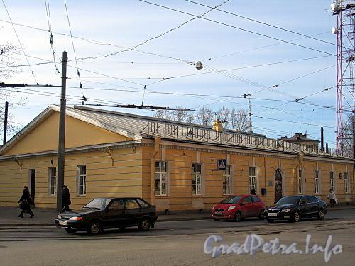 Ул. Чапаева, д. 24. Общий вид здания. Фото апрель 2010 г.