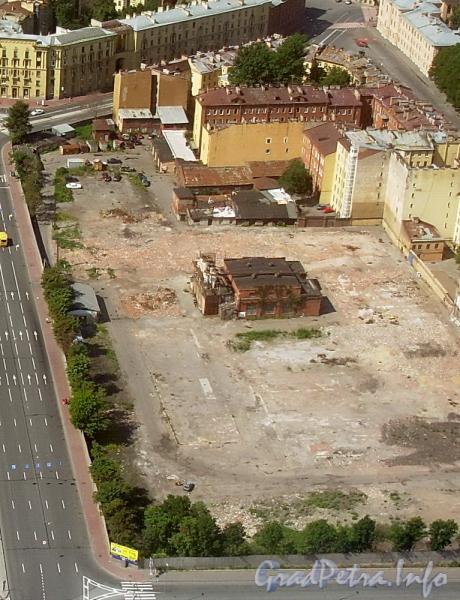 Территория участка дома 12 по Тульской улице после частичного сноса производственных построек. Фото июль 2007 г.