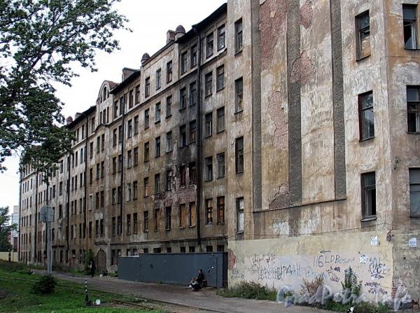 Ул. Розенштейна, д. 39. Фасад вдоль подъездных железнодорожных путей. Фото сентябрь 2011 г.