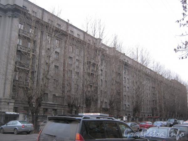 Черниговская ул., д. 8. Вид со стороны Московского проспекта.