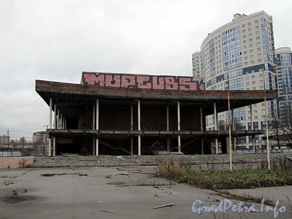 Ул. Типанова, д. 25. Здание бывшего кинотеатра «Планета». Общий вид. Фото ноябрь 2011 г.