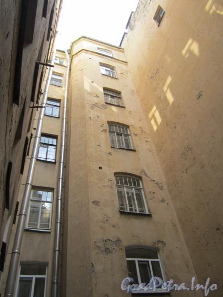 Таврическая ул., д. 5. Двор. Фото 2011 г.