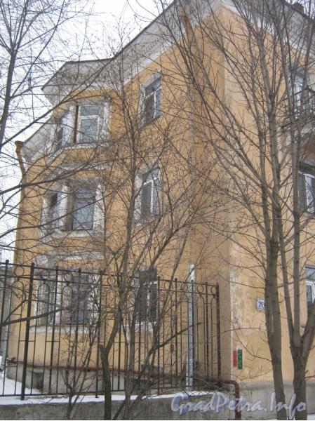 Ул. Белоусова, дом 27. Угол дома и часть ограды. Фото февраль 2012 г.