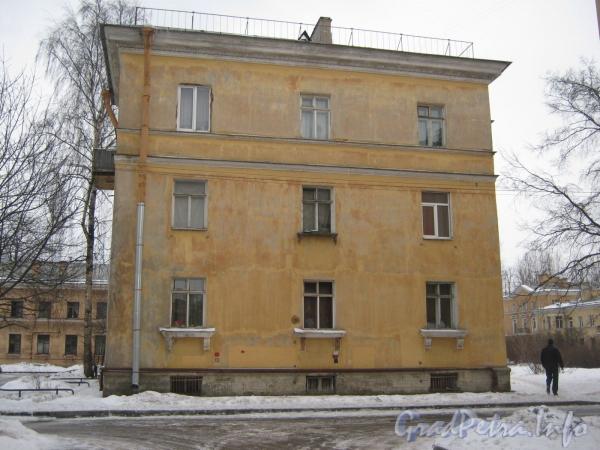 Ул. Белоусова, дом 19. Общий вид со стороны двора дома 27. Фото февраль 2012 г.
