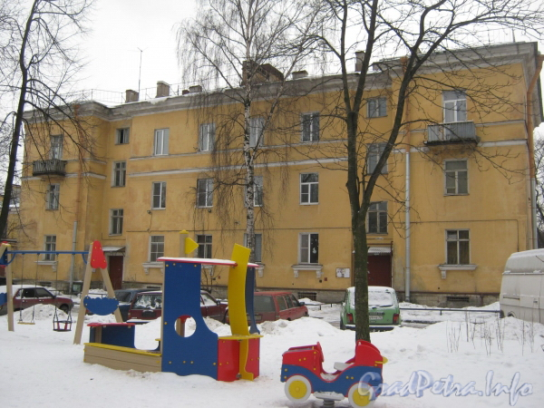 Ул. Белоусова, дом 19. Общий вид дома со стороны парадных. Фото февраль 2012 г.
