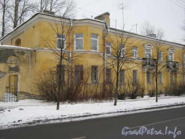 Ул. Белоусова, дом 13. Общий вид дома с противоположной стороны ул. Белоусова. Фото февраль 2012 г.