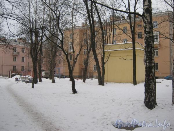 Ул. Белоусова , дом 22. Вид со строрны двора. Фото февраль 2012 г.